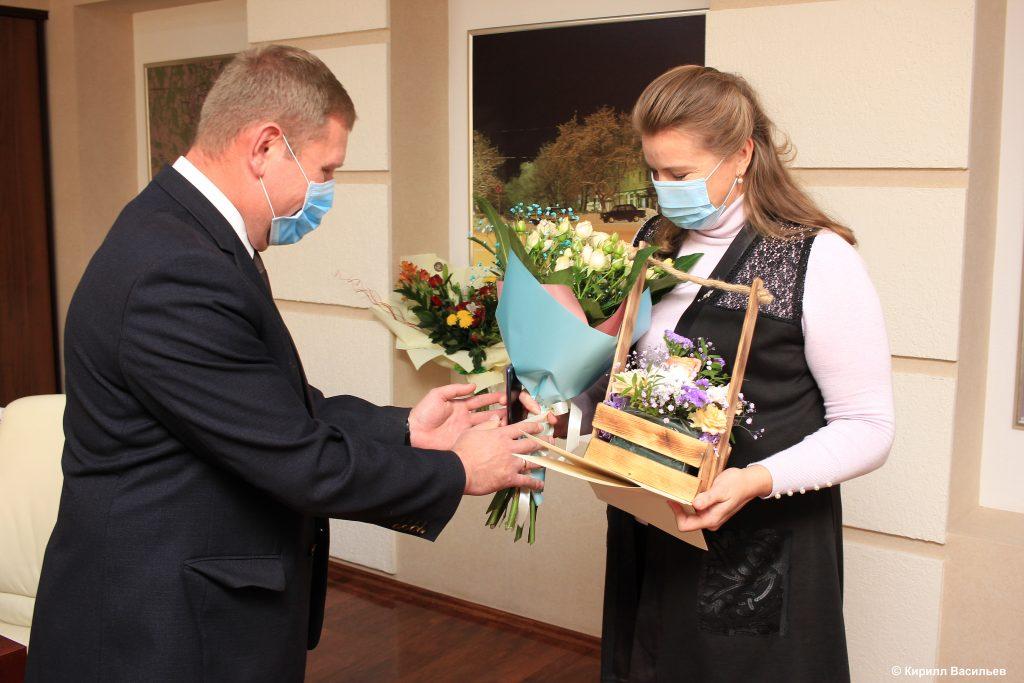Коркинских учителей поздравили с праздником и вручили награды