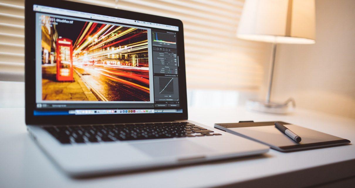 Полицейские установили коркинца, укравшего ноутбук