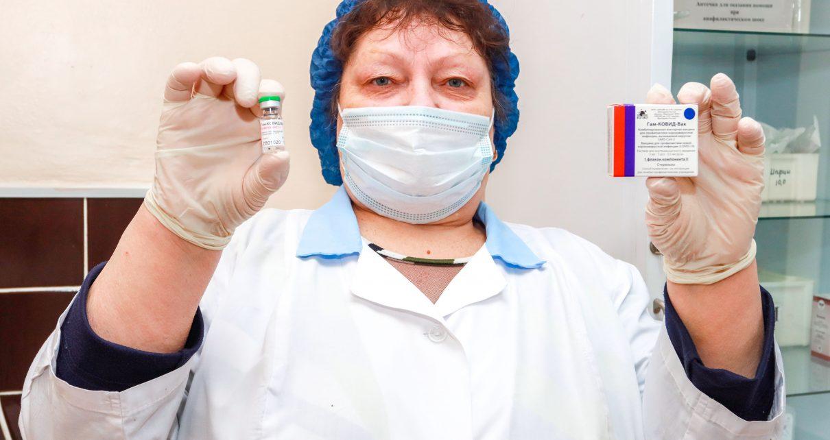 Коркинские медработники поставили прививку от ковида