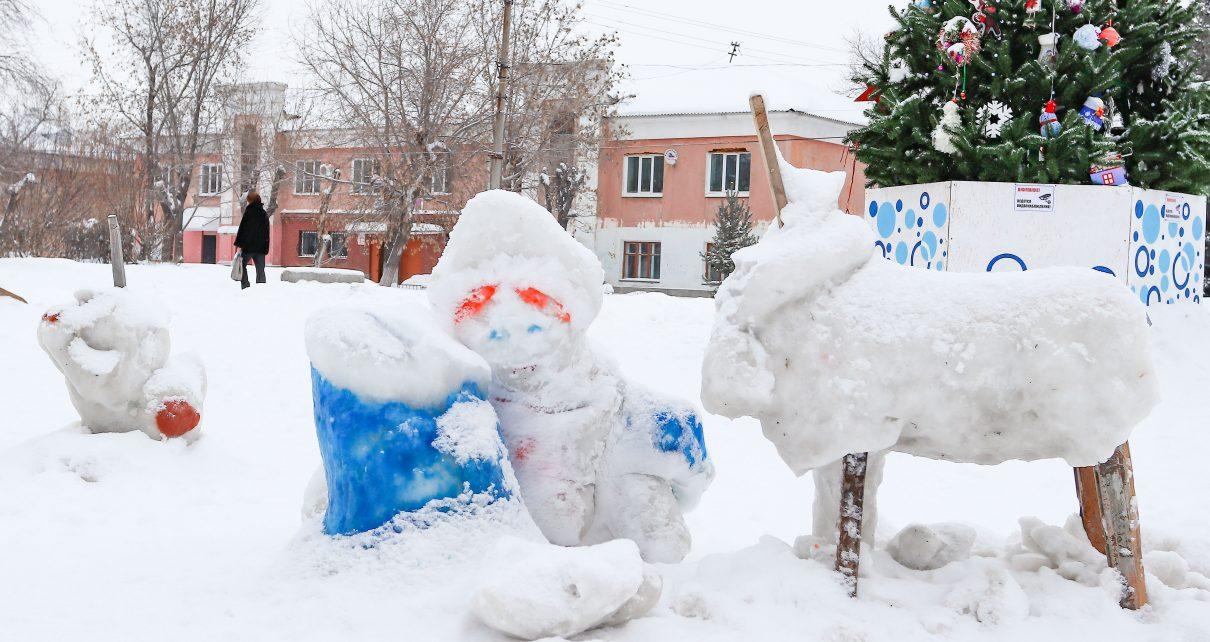 В Коркино вандалы сломали фигуры в новогодних городках