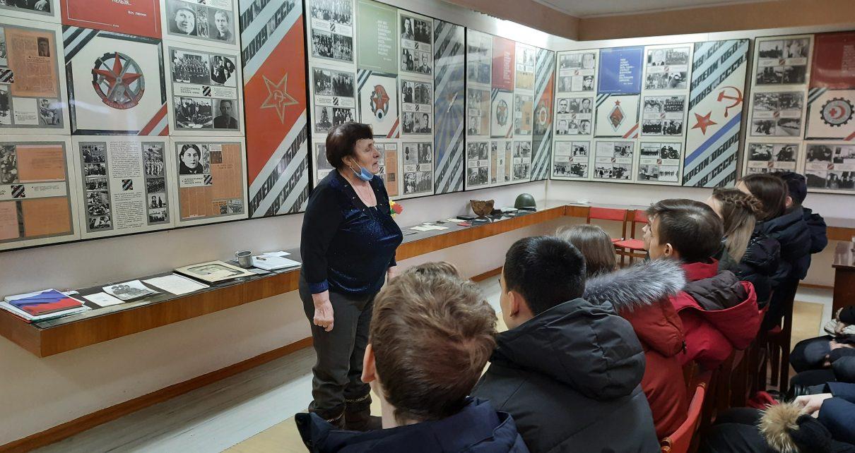 Коркинские школьники побывали в музее ДОСААФ