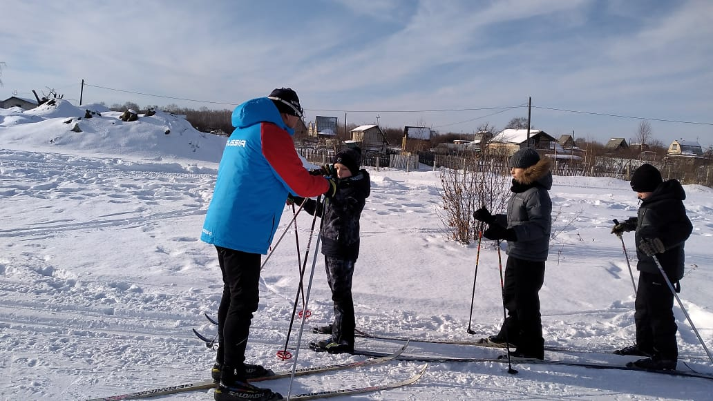 Коркинские школьники вышли на лыжню и освоили несколько техник хода