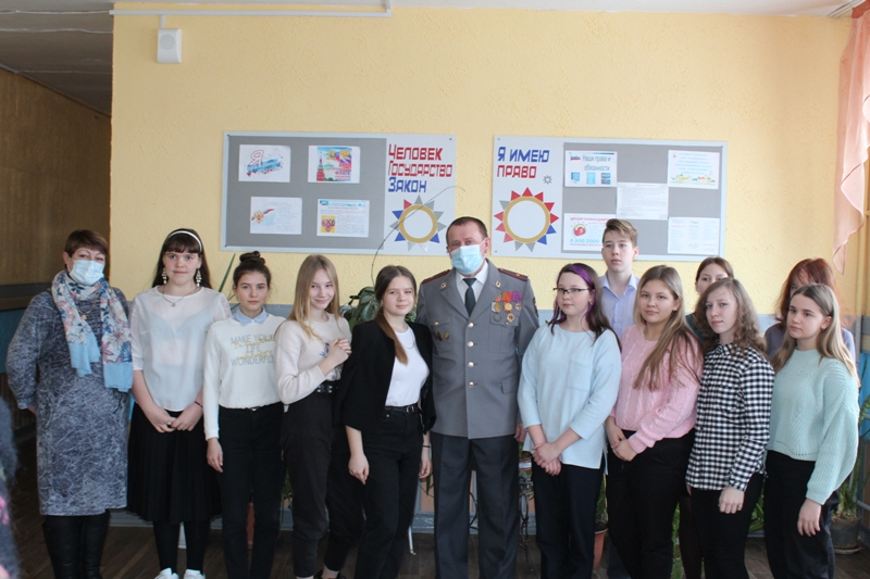 Коркинские полицейские провели для школьников уроки мужества