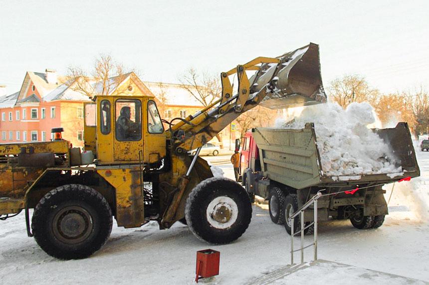 В Коркино вывозят снег с центральных улиц