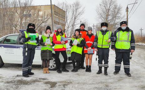 Сотрудники ГИБДД совместно со школьниками устроили рейд