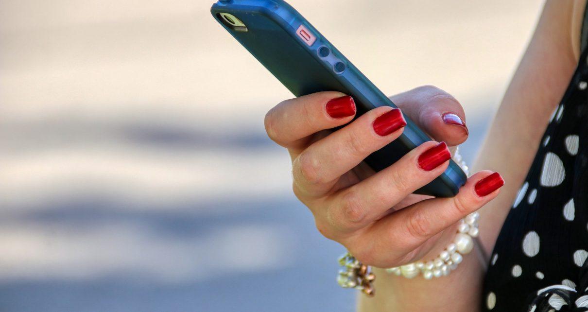 В Коркино женщина перевела с телефона знакомого деньги на свой счёт