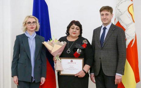 Трое коркинских медиков получили премию губернатора