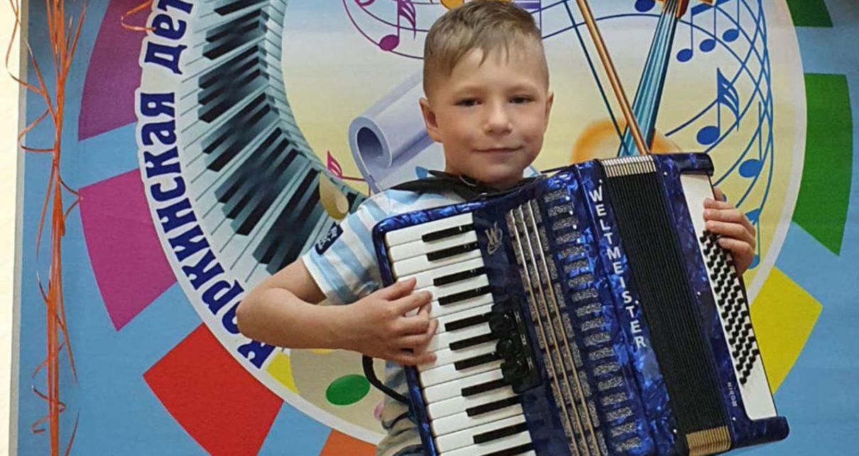 Музыкальной школе Первомайского подарили аккордеон для самых маленьких