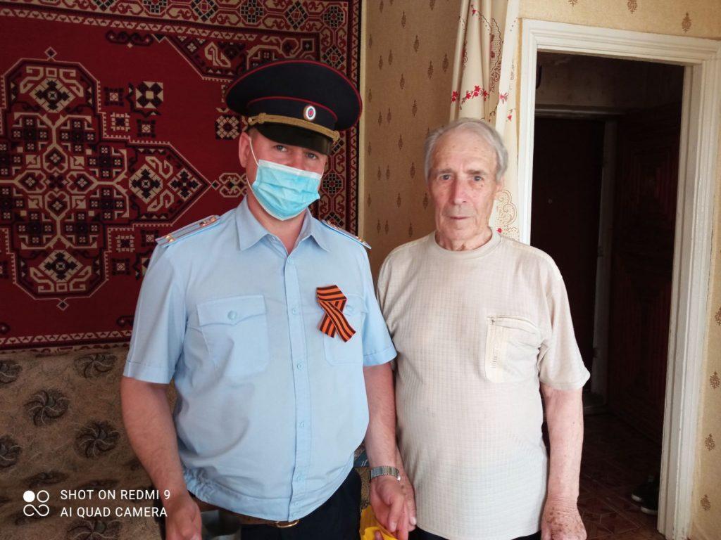 Коркинские полицейские побывали в гостях у ветеранов войны