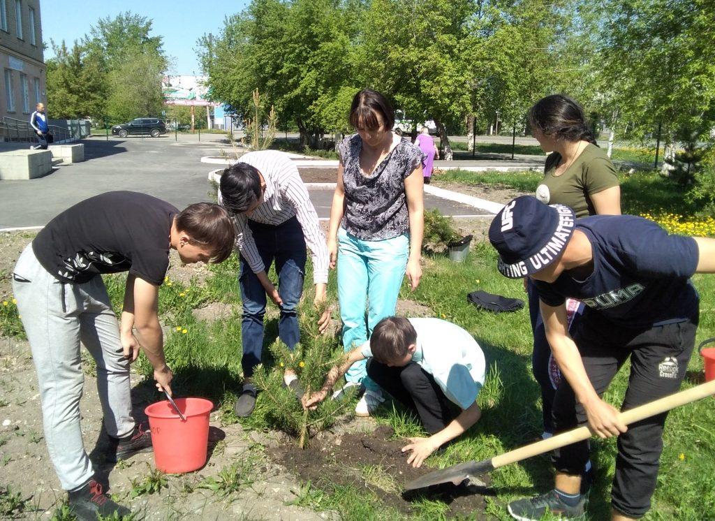 Коркинские школьники создали сад памяти