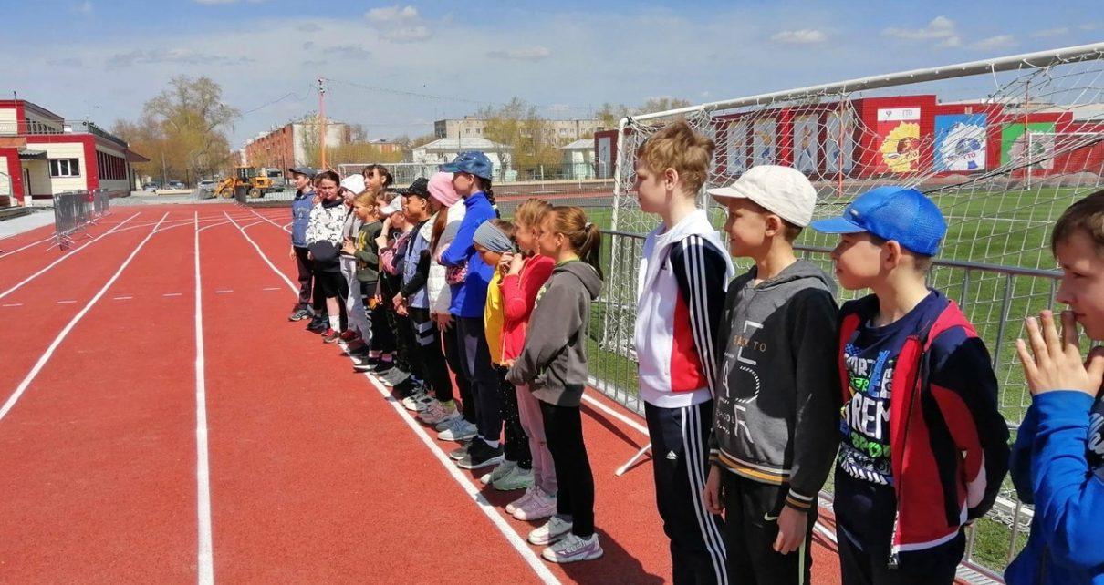 В Первомай юные коркинские легкоатлеты впервые соревновались на новой беговой дорожке стадиона «Горняк»