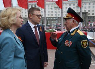 Губернатор возложил цветы к Вечном огню и поздравил всех с Днём Победы