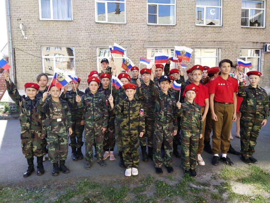 Фестиваль ГТО и рисунки на асфальте: в десятой школе отпраздновали День России