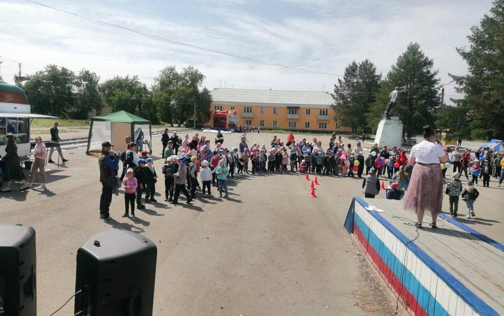 Розинские ребятишки взялись за руки и организовали «Большой круг», поддержав всероссийскую акцию!
