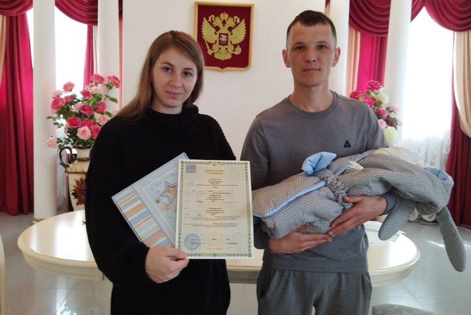 Коркинские семьи поздравили с рождением детей и вручили подарки