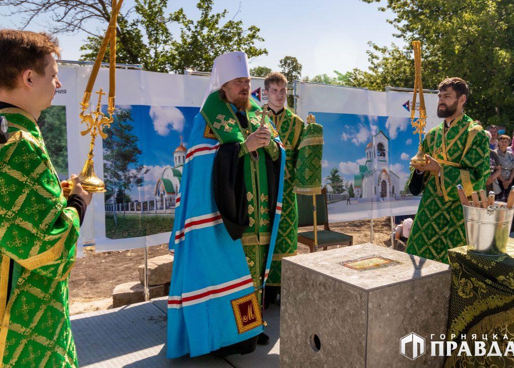 Сегодня на Розе заложили первый камень будущего храма