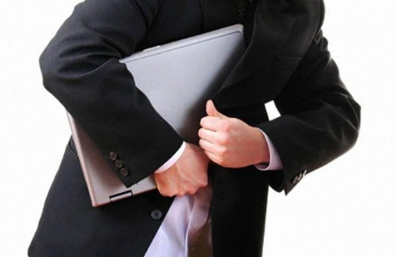 Коркинца, укравшего ноутбук из магазина, задержали полицейские