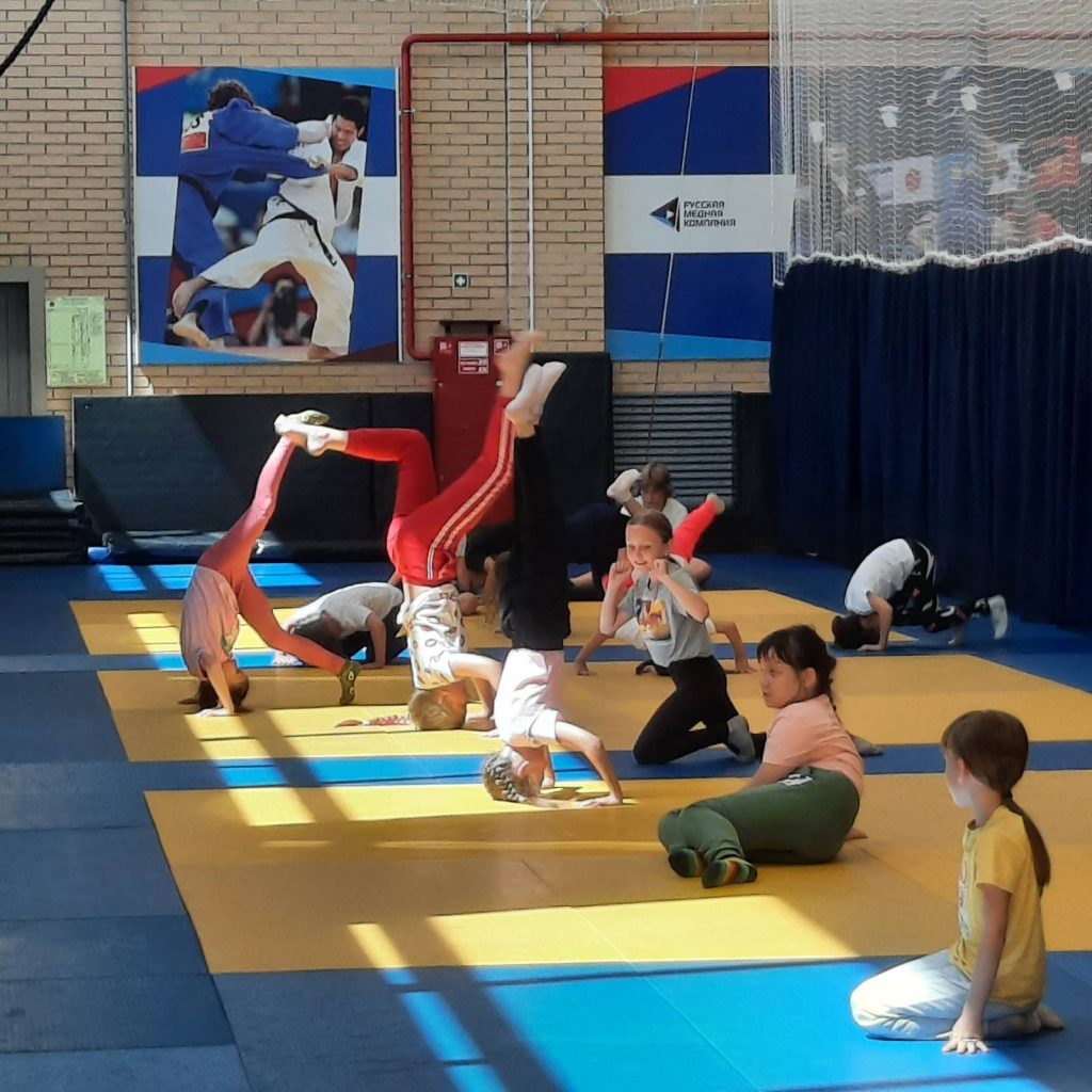 В лагере Коркино дети готовятся к Дню семьи и занимаются спортом