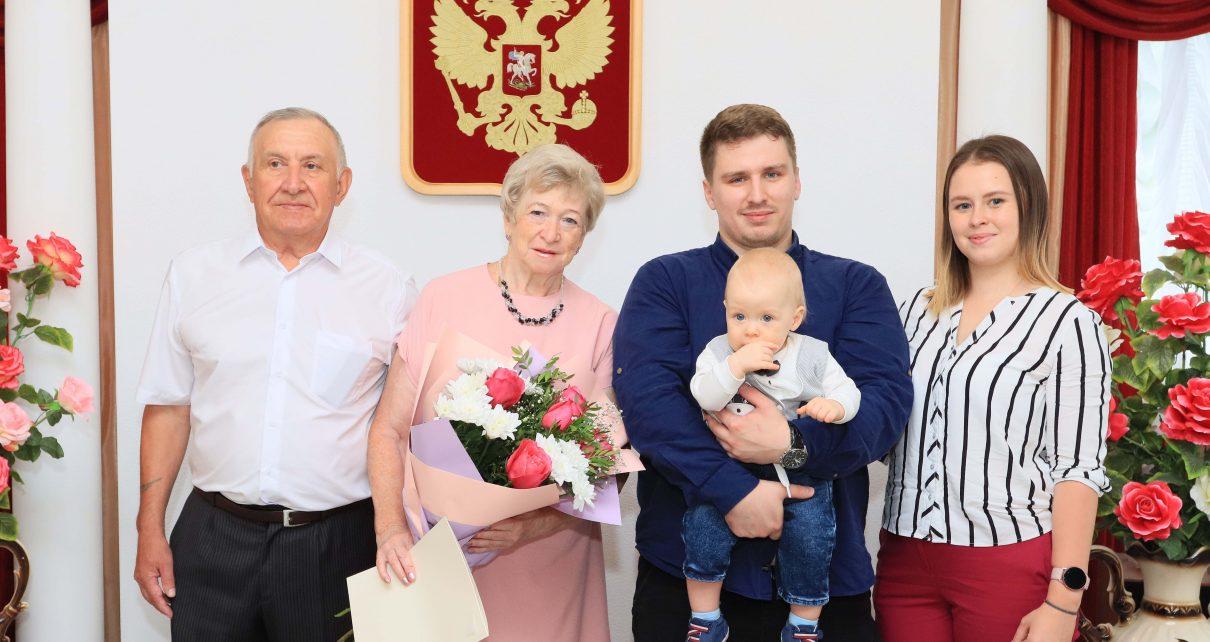 С золотой свадьбой поздравили Виктора и Елену Бусыгиных
