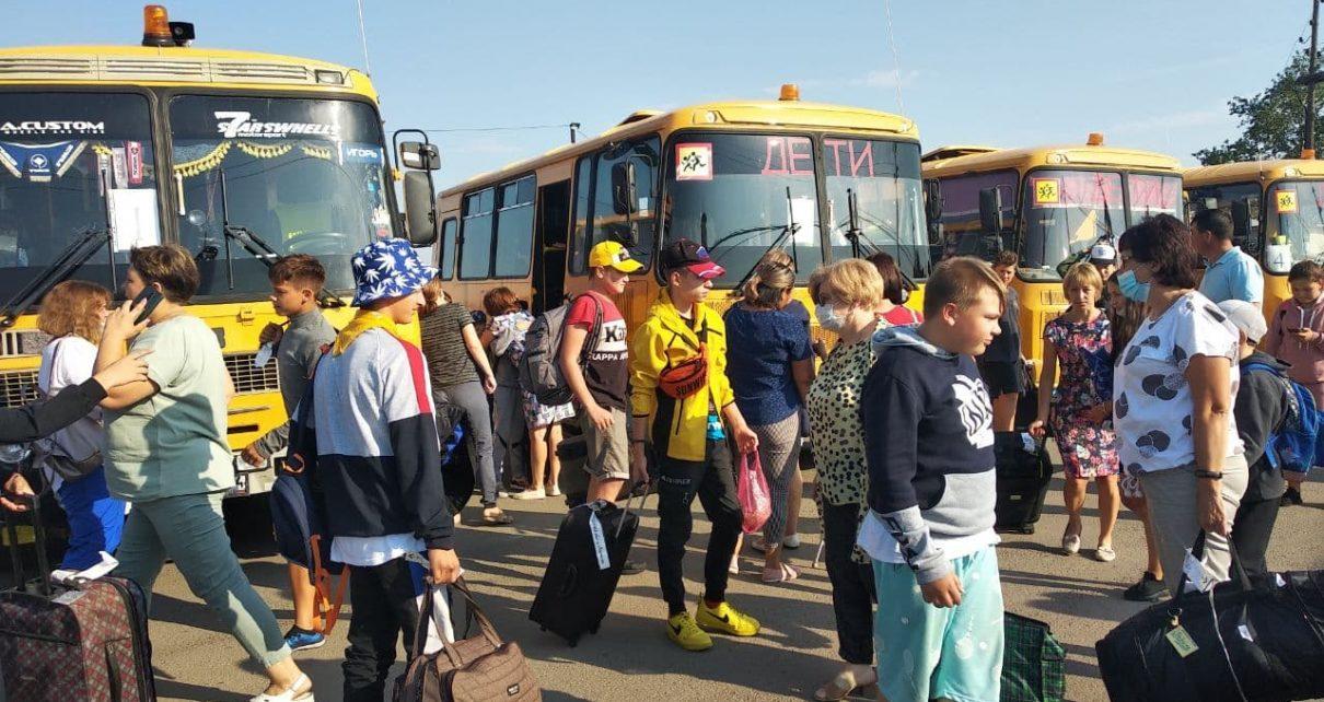 Южноуральские ребятишки вернулись из оздоровительных лагерей на Чёрном море