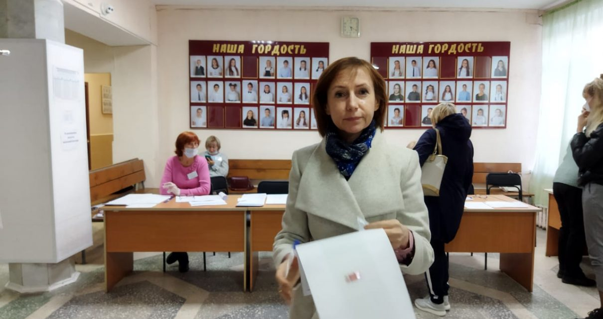 Начальник и сотрудники районного отдела загс уже проголосовали