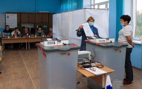 Коркинцы выражают своё мнение на избирательных участках. Остался час для голосования