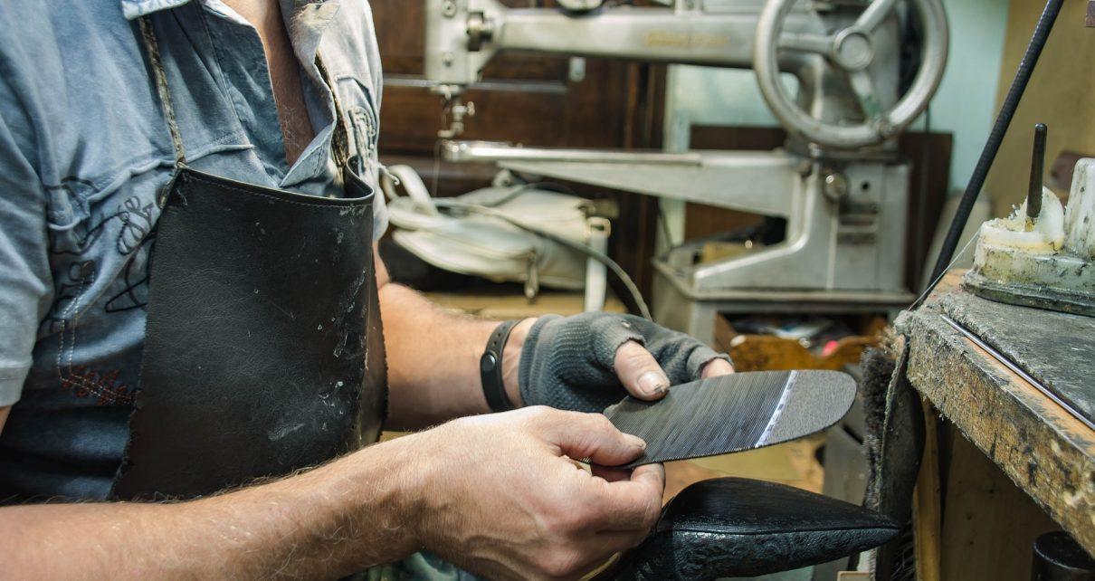 В Коркино есть хорошая мастерская по ремонту обуви