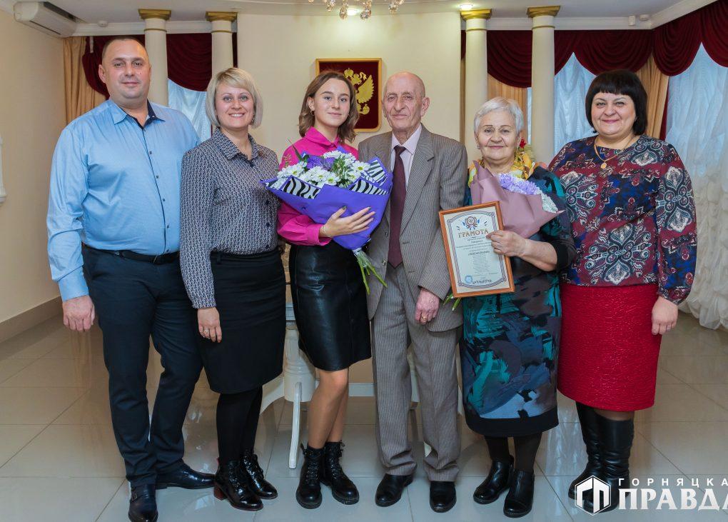 В Коркинском районе супругов Татаренко поздравили с золотой свадьбой