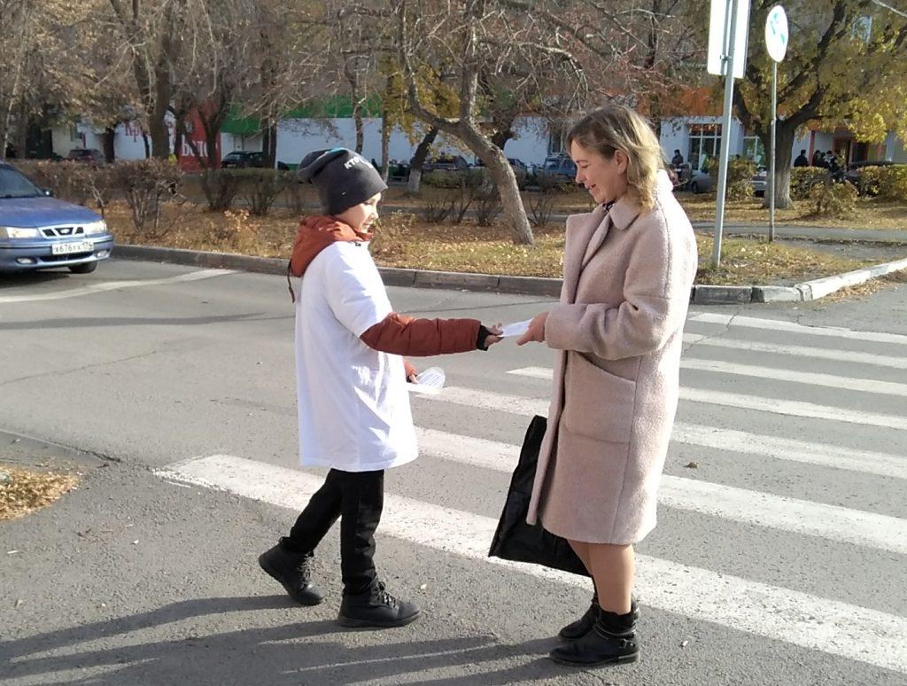 Коркинским пешеходам вручили необычные памятки