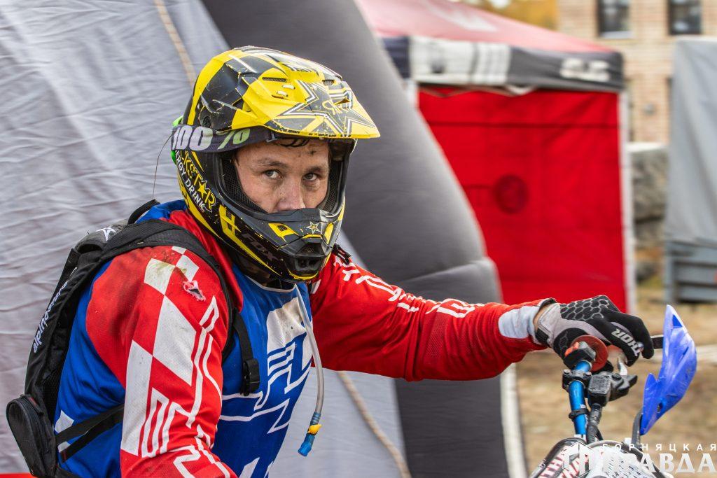 В чемпионате по эндуро на кубок автошколы ДОСААФ города Коркино участвуют более ста спортсменов