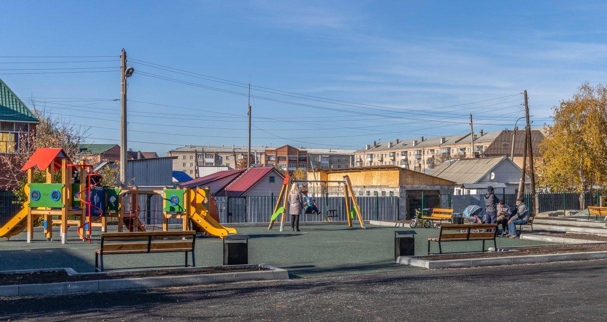 Для юных коркинцев сделали игровую площадку в центре города